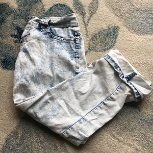 BONGO Jeans - Light Acid Wash Capris